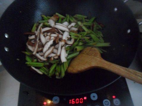 西芹香菇炒肉片si.jpg