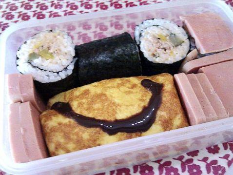 金枪鱼寿司卷的做法_家常金枪鱼寿司卷的做法