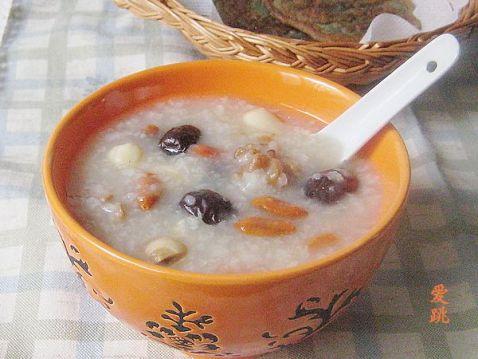莲籽核桃红枣粥
