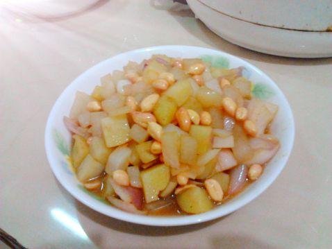 葱香花生炒土豆萝卜丁的做法