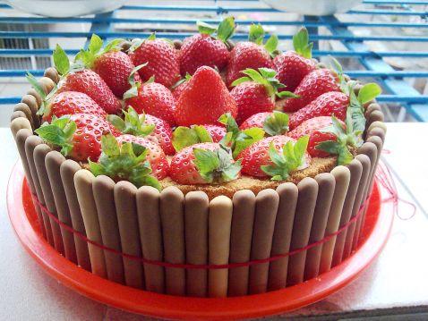 手指饼干草莓蛋糕
