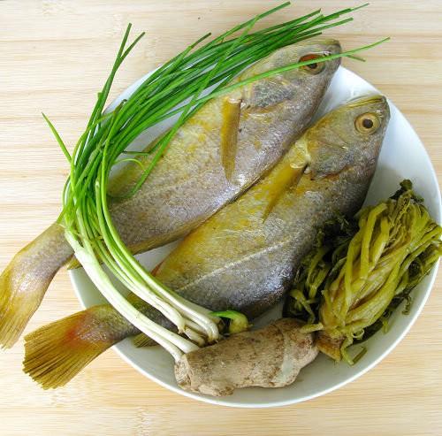 黄鱼汤的做法