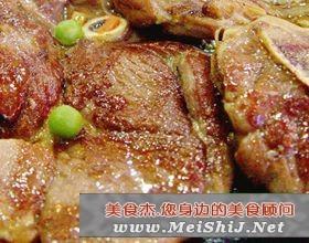 煎羊排带配菜的特色:-煎羊排带配菜的做法