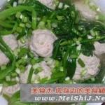 菠菜汆丸子的做法