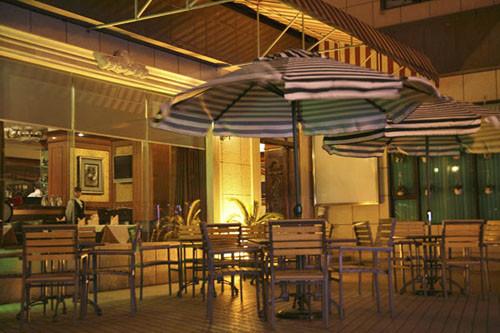 半岛西餐厅au.jpg