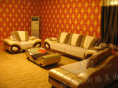 标准间采用维吾尔族风格高档装修,vip套房精装修,提供卫生间,客厅和独
