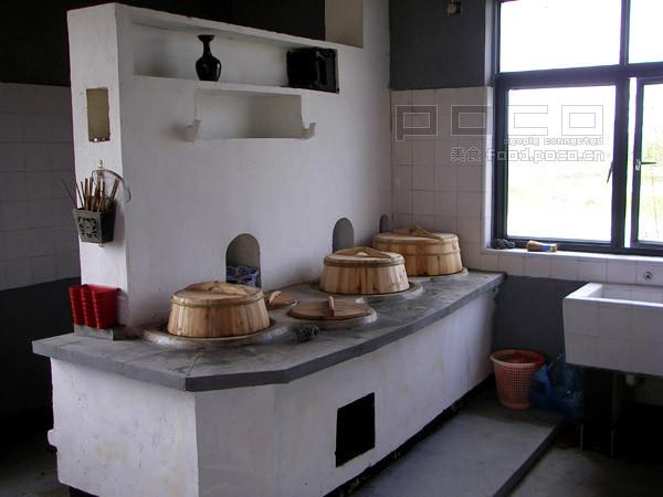 菜和饭都是以往农村最常见的大灶用柴火烧出来,吃起来别有一番味道.图片