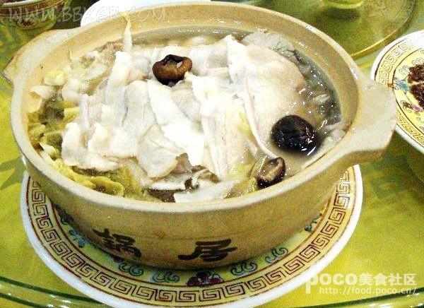 特点:砂锅居白肉的菜肴都是以猪身上东西为原料,烧,燎,白煮