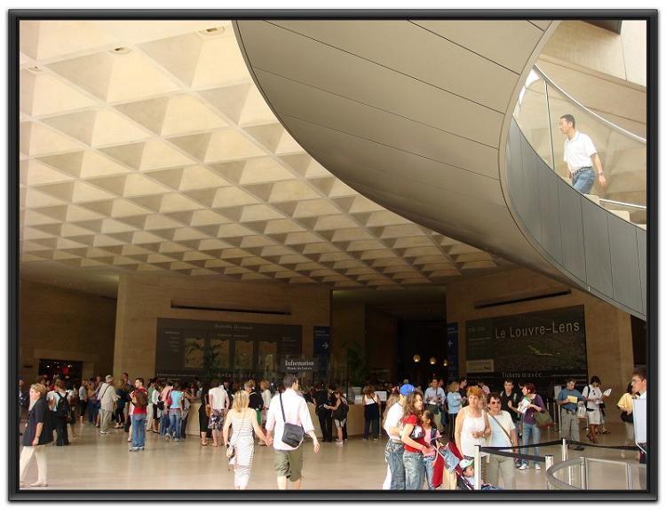 大玻璃金字塔就系卢浮宫的主入口