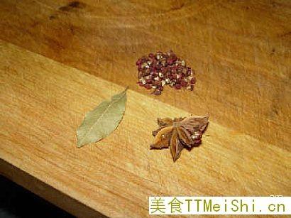 豇豆 烧肉/主要作料:花椒、香叶、八角。