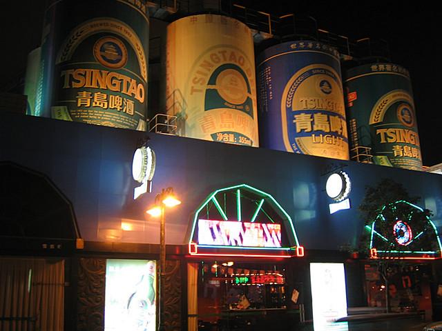青岛市改造了登州路上青岛啤酒厂附近一段近千米的