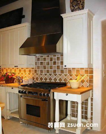 现代欧式厨房实景图暖色餐台