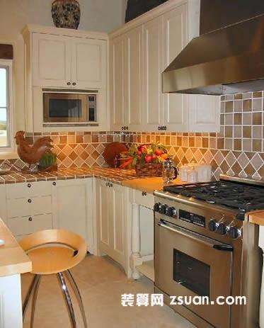 现代欧式厨房实景图暖色壁橱