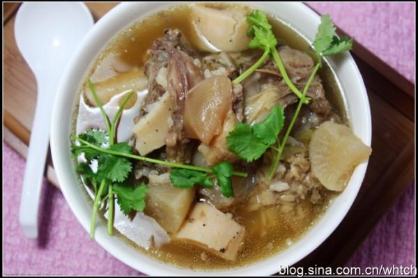 牛骨汤炖萝卜_牛骨炖白萝卜汤的做法_牛骨炖白萝卜汤怎么做_美食杰