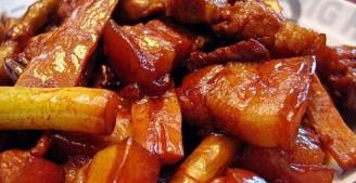 五花肉焖笋的做法