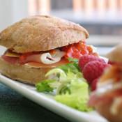 火腿茄子酱三明治