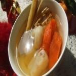 胡萝卜竹蔗茅根瘦肉汤的做法