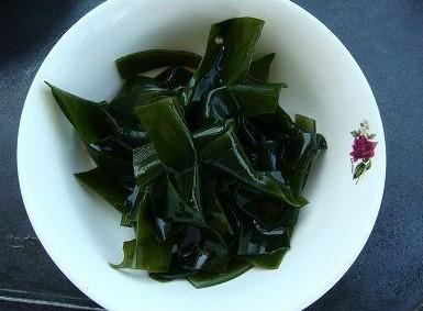 海带结萝卜排骨汤_海带结萝卜排骨汤的做法