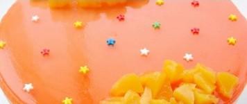 蛋糕 qq 蜜桃/一包水蜜桃味QQ糖加少量的水加热溶化,一边搅拌一边放凉水中晾...