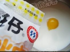 克菠 好看 牛奶 鸡蛋/蛋黄1个,牛奶120克, qq 糖一包25克菠萝口味的的放一块儿(...