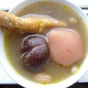 眉豆花生煲鸡脚汤的做法