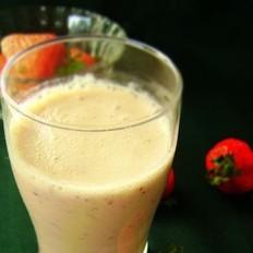杏仁草莓奶昔
