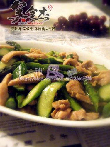 芦笋黄瓜炒鸡肉的做法