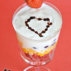 酸奶杂果杯的做法