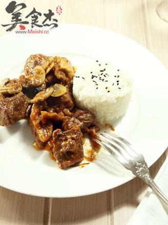酸奶油炖蘑菇番茄牛肉的做法