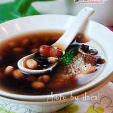 杂豆鲫鱼汤的做法