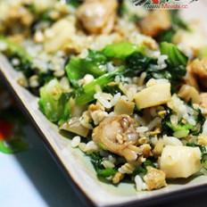 蛤蜊墨鱼肠生菜蛋炒饭