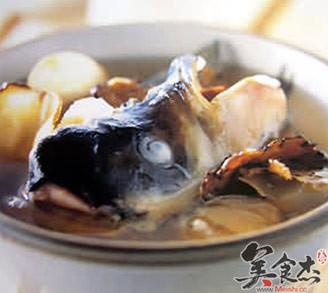 川芎白芷炖鱼头的做法