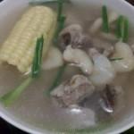 玉米菱角排骨汤