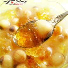 桃胶炖鲜莲的做法