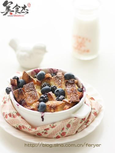 蓝莓桃子面包布丁Ut.jpg