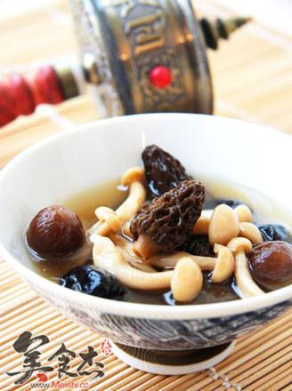 羊肚菌玉菇汤的做法