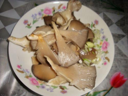 【菜谱换礼】小白菜排骨汤花生蒸平菇吃了上火吗图片