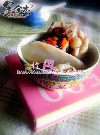 淮山枸杞子排骨汤的做法