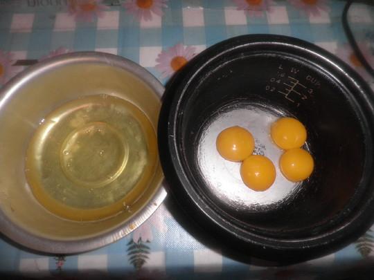 2把四个鸡蛋清和黄分开.云南肉制品公司图片
