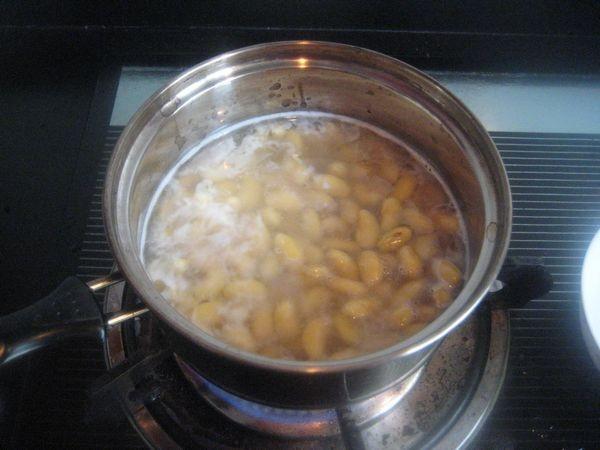 黄豆烧咸鱼的做法