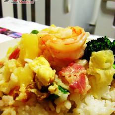 菠萝虾仁什锦炒饭的做法