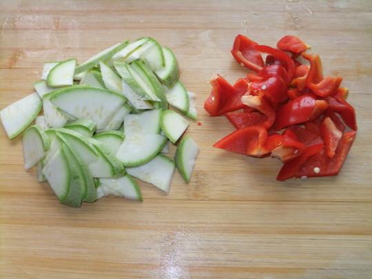 香菇红椒西葫芦的做法【步骤图】_菜谱_美食杰