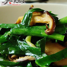 香菇韭菜的做法