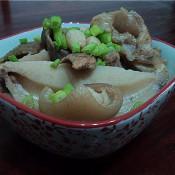 花生莲藕猪手汤的做法