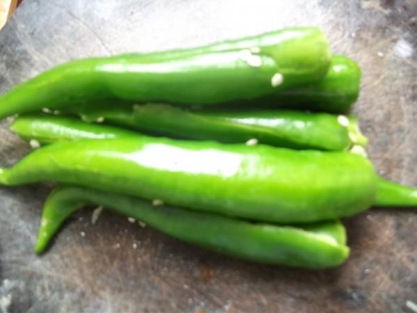 虎皮青椒皮蛋的做法 家常虎皮青椒皮蛋的做法 虎皮青椒皮蛋的家常做