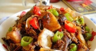 五花肉烧梅菜的做法