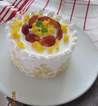 红提奶油菠萝蛋糕图片