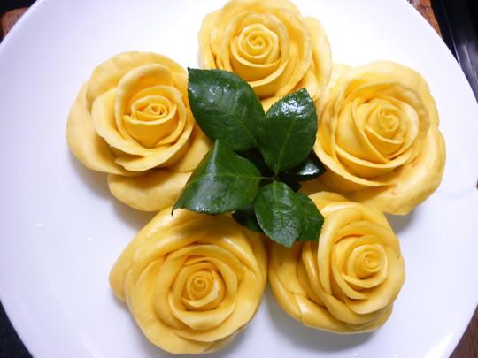 玫瑰馒头_黄玫瑰南瓜玫瑰馒头的做法