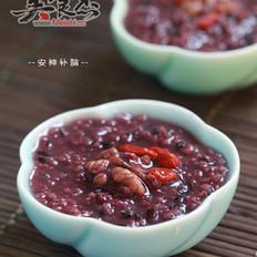 核桃枸杞黑米小米粥的做法