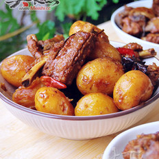 小土豆燉排骨的做法